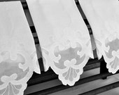 Vintage Guest Towel, White Linen, All Scalloped Edges, Applique & Embroidery Motif, Several Available, Excellent Condition