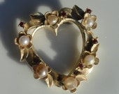 Heart jewelry, vintage heart brooch , vintage heart with rhinestones and pearls, costume jewelry