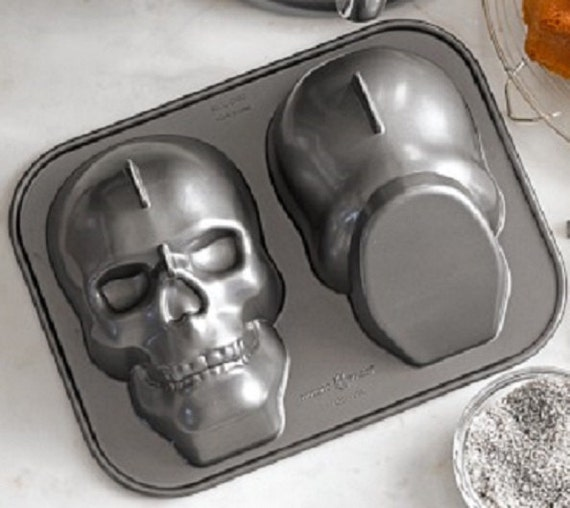 Nordic Ware 3-D Skull head Cake Pan Halloween Party zombie Gothic Baking Supply new unused Decor Food Ice Mold Chocolate Soap