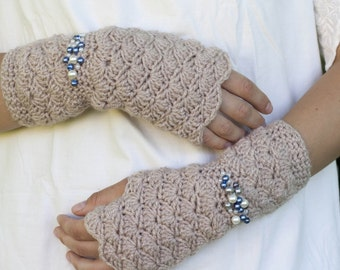 CROCHET PATTERN instant download - Creamy Sleepy Gloves - beige structural shell stitch hand warmers PDF