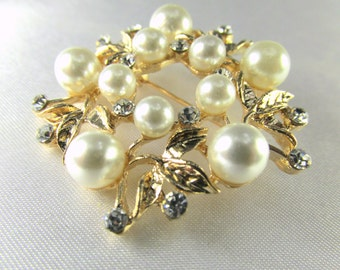 Shiny Gold White Pearl and Clear Crystal Wreath Style Round Brooch for bridal bouquet or jewelry decoration