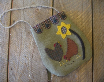 Wool Applique Penny Rug Chicken Rooster Ditty Bag  Primitive Folk Art JKB