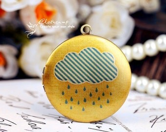 10% off  1pcs 33mm Handmade Antique Bronze Brass Photo Locket Pendant / Charm -  Rain  (LOCKP-45)