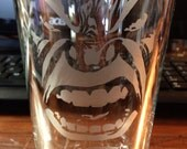 Etched Hulk face Pint glass