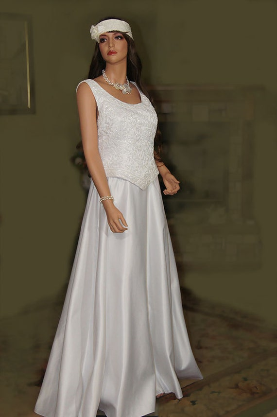 Vintage Wedding Dress. White Seed Beaded .Classic Dress. Less sleeves