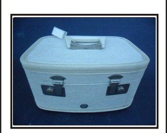 Vintage White M&M Kaboodle