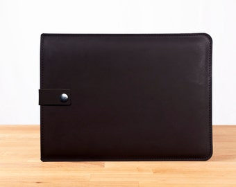 """11"""" MacBook Air Leather Sleeve Case with Strap in Black"""