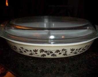Pyrex 043 1 1/2 Quart Golden Acorn Divided Casserole/Serving Dish  for Baking with Pyrex Lid