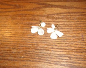 vintage screw back earrings mother pearl dangles
