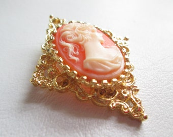 Vintage Gerry's Cameo Pin