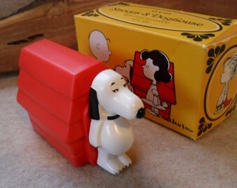 Vintage Avon Snoopy & Doghouse non-tear Shampoo Bottle
