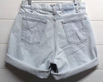 LEVIS Light wash Cut Off Denim Shorts Waist 32 inches Unisex