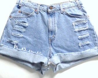 LEVIS Cut Off Denim Shorts Waist 31 inches