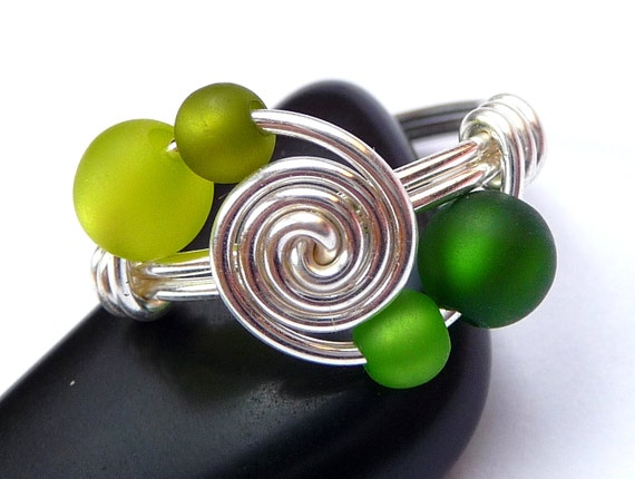 Ring - 4 sisters - GREEN FOREST Playfully wrapped out of silverwire swirly Spiral Ring Wirework Shiny Silver gift beads present colorful