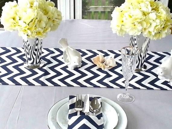 Chemin de table bleu marine chevron topper de table mariage - Chemin de table chevron ...