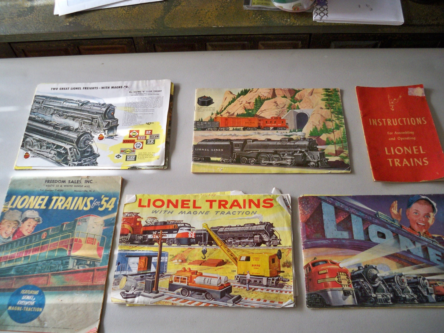 Lionel Trains Catalog : Vintage collectible lionel train catalogs from the s