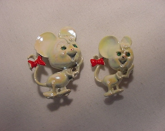 Vintage White Mice Scatter Or Duet Pins    416