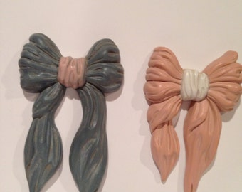 Vintage Bows Wallhanging Blue and Pink Homco Burwood products plastic