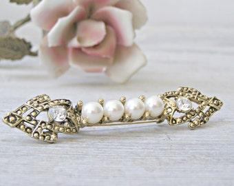 Art deco golden Brooch, Rhinestone and Pearls Arrow Brooch, Golden white retro pin Brooch, Mid century Mod Jewelry Gift, Mad Men Inspired,