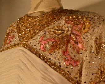 A Bridal Gown that Radiates Light