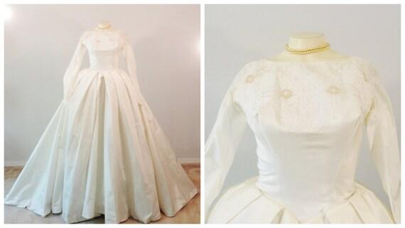 Classic Wedding Dress Satin: Vintage Wedding Dress Ivory Janet Bridal Gown Heavy Satin