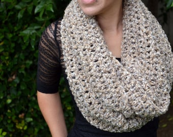 Oatmeal neutral colors cowl, winter cowl, crochet cowl, infinity scarf, crochet scarf, winter scarf, loop scarf, warm scarf, chunky cowl