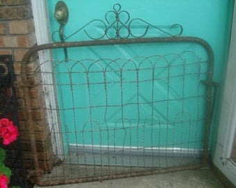 sale off architectural salvaged antique iron gate early 1900s farm gate working gate heavy. Black Bedroom Furniture Sets. Home Design Ideas