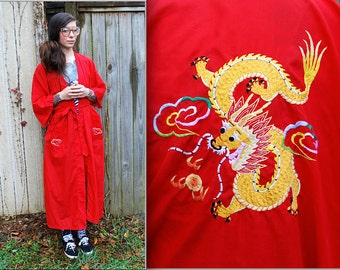 Vintage // Genuine Red KIMONO Golden Dragon // Traditional chinese Robe // pockets and belt // Rare hand embroidered M