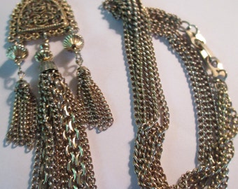 Vintage dangling gold tone triple chains hanging pendant necklace not signed