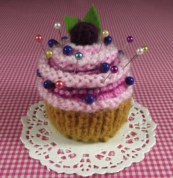 Knitting Pattern Pin Cushion : KNITTING PATTERN PINCUSHION Cupcake knit crochet dessert