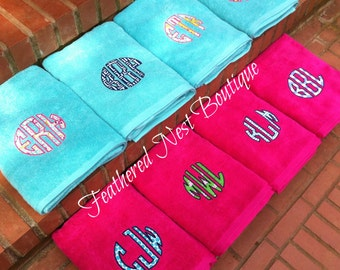 Circle Monogram Towel - Circle Monogrammed Towel - Monogram Towel - Monogrammed Towel - Applique Monogram Towel - Shower Gift - Bridal Gift
