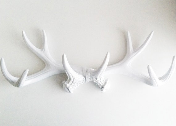 Antlers Jewelry Organizer. White Faux Taxidermy. Modern Rustic. Woodland Decor. Coat Rack. Towel Hanger. Creative Storage. Painted Antlers