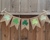 St Patrick's Day Shamrock Bunting // Burlap and Fabric // Seasonal decoration