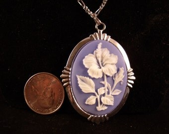 Cameo Flower Necklace