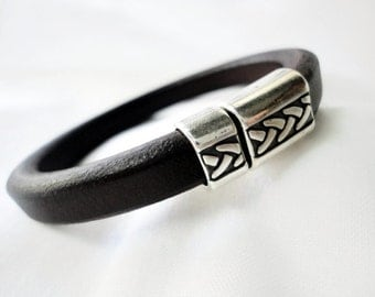 Men's Licorice Spanish Leather Bracelet, silver plated zamak clasp
