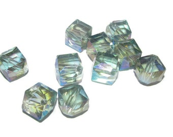 5 beads - 10mm Faceted Cube Beads (013)