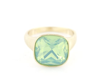 Lovely Gold tone Transparent Green Faceted Stone Ring,Size 7 or 8 <K7>