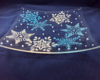 blue and white snowflake stenciled clear glass sushi serving dish