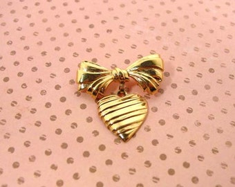 """Dangling heart pin 1986 Avon """"Sentiment"""" gold tone vintage pin with dangling heart"""