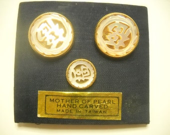 Hand Carved Mother of Pearl Cuff Links & Tie Tac Set (2390) Oriental Design
