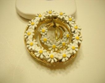 Vintage Tiny Enamel Daisies Double Circle Pin (3729)