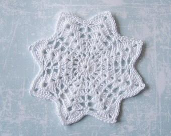 Crochet Coaster set of 4, White cotton christmas star doily, snowflakes, Ready to ship
