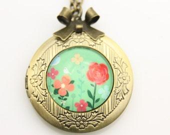 Necklace locket flowers