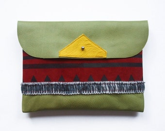 FREE SHIPPING // CLUTCH // sap green leather with strokes and triangle pattern