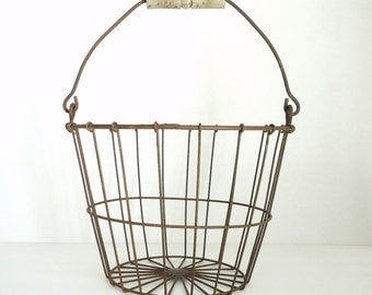 wire basket, rusty wire basket, orchard basket, vintage home decor, storage organizer, kitchen decor, bathroom decor, laundry decor