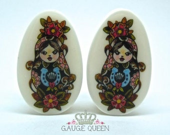"Russian Doll Plugs / Gauges. 2g / 6.5mm, 0g / 8mm, 00g / 10mm, 1/2"" / 12.5mm, 9/16"" / 14mm, 5/8"" / 16mm, 3/4"" / 19mm, 7/8"" / 22mm, 1"" / 25mm"