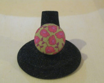 Fabric Covered Button Adjustable Ring Fuschia and Green Flowers