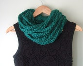 Green Chain Cowl .. Emerald Green Scarf .. Infinity Chain Scarf .. Eternity Chain Scarf .. Green Scarf Necklace .. Crochet Chain Scarf
