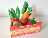 Pretend Play Felt Food Vegetable Collection with Cardboard Crate