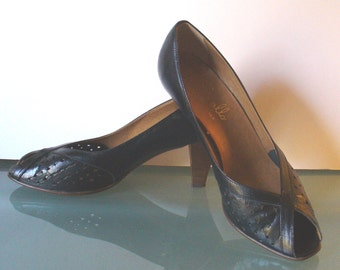 Vintage Pappagallo Made in Italy Peep Toe Heels Size 7.5US